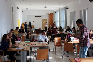 Las personas participantes analizan los problemas de participación ciudadana en Extremadura./ CONGDEX