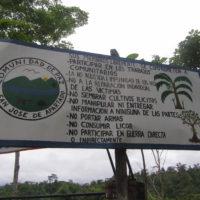 Denuncia de violencia paramilitar y nueva lección de vida y apoyo mutuo por parte de la Comunidad de Paz de San José de Apartadó, Colombia.
